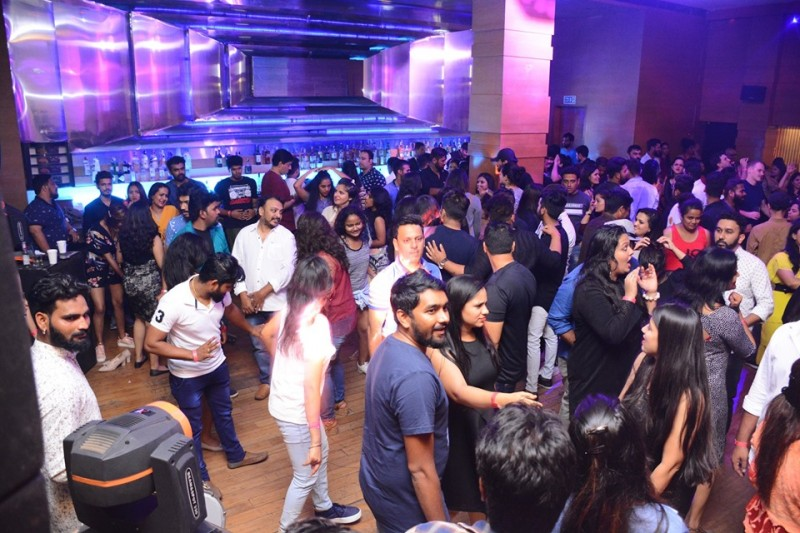 Filmy Mirchi Bollywood Ladies Night Ft DJ Hassan At Sutra Lalit Ashok